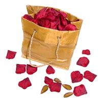 Пакет с лепестками роз