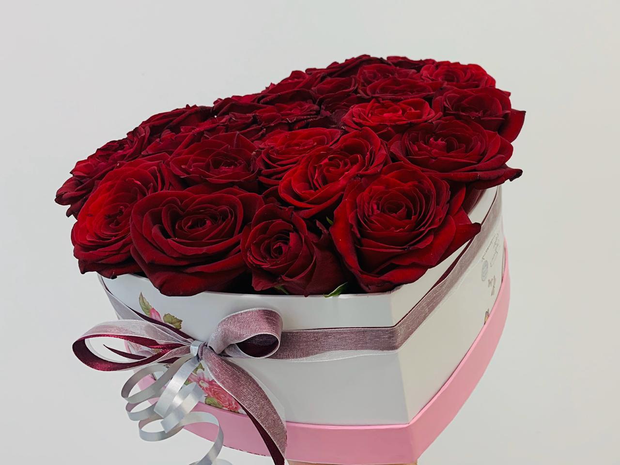 Коробка сердце с 21 розой